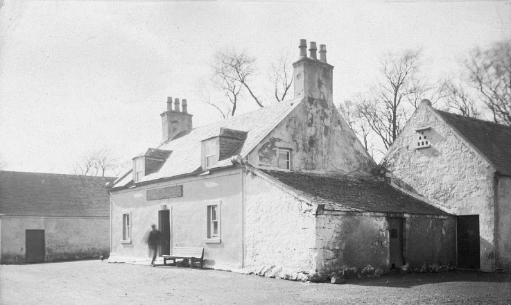 The Red Lion Inn Mearnskirk demolished in the 1930s.