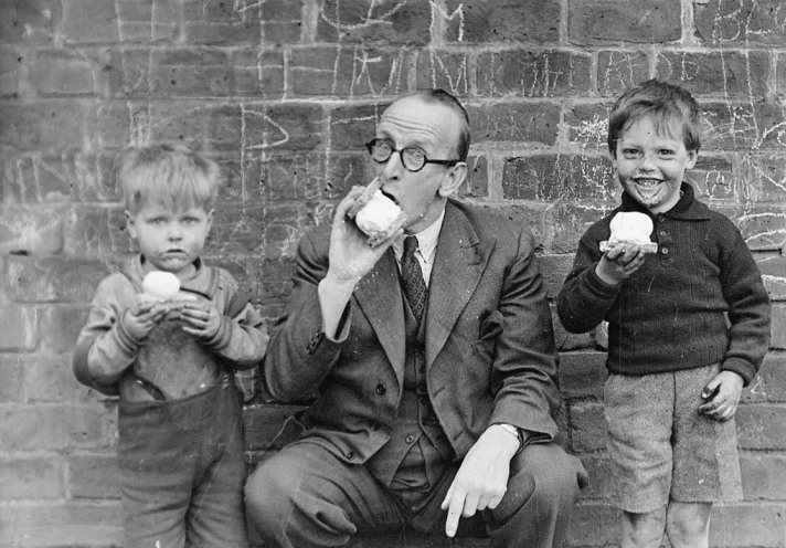 Alfred Ellsworth MBE a generous benefactor to the children enjoys an ice cream with some friends.