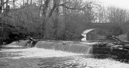 The upper weir and the present Busby bridge